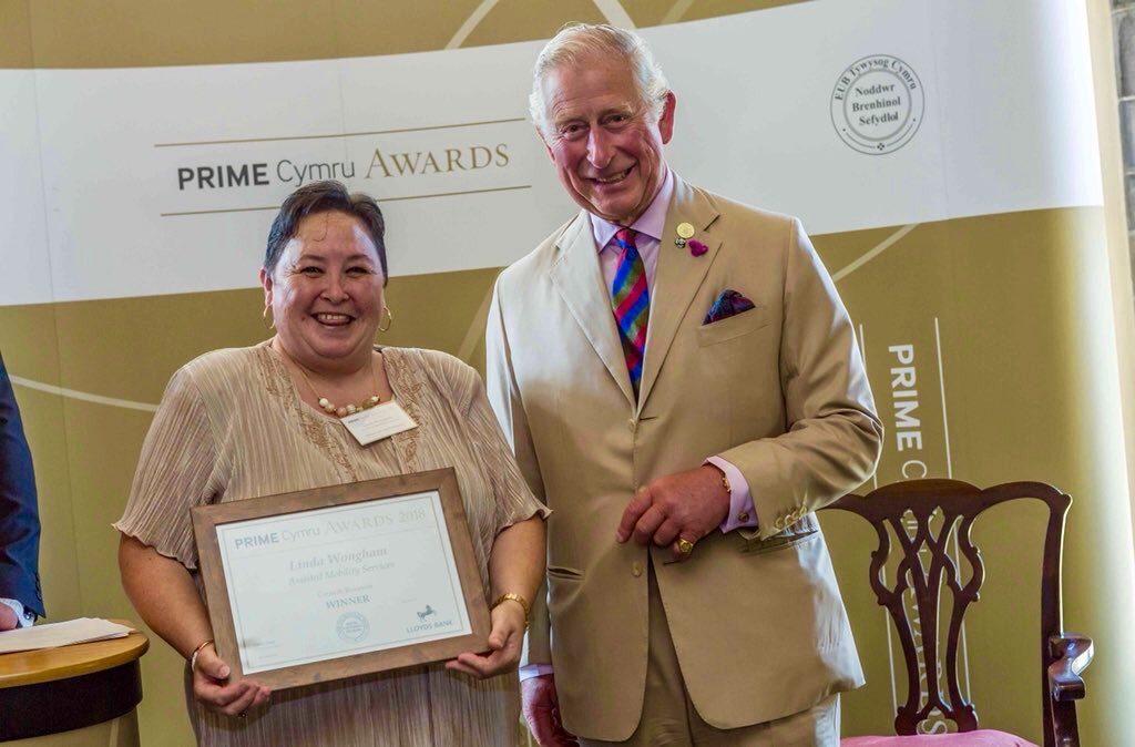 Sirus customer recieving reward from Prince of Wales
